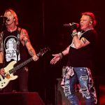 Guns N' Roses perform Dead Horse