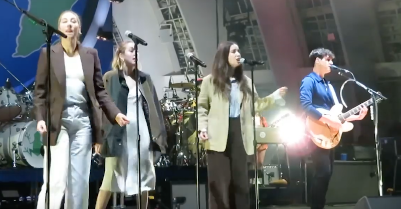 """Vampire Weekend and HAIM perform """"This Life"""" live in Los Angeles: Watch"""