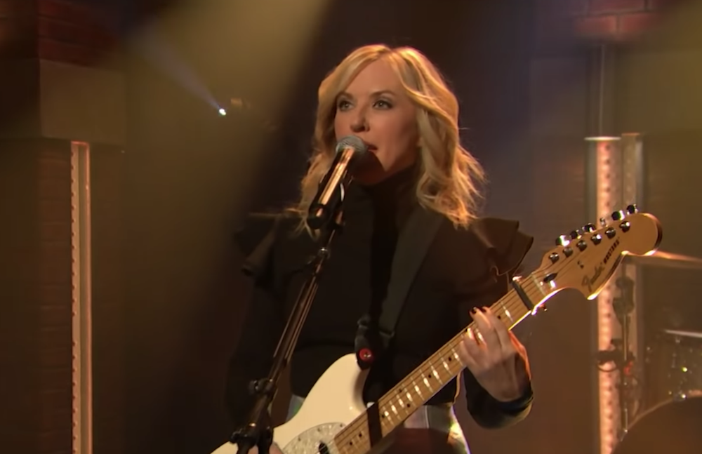 """Liz Phair shows off her """"Good Side"""" on Seth Meyers: Watch"""
