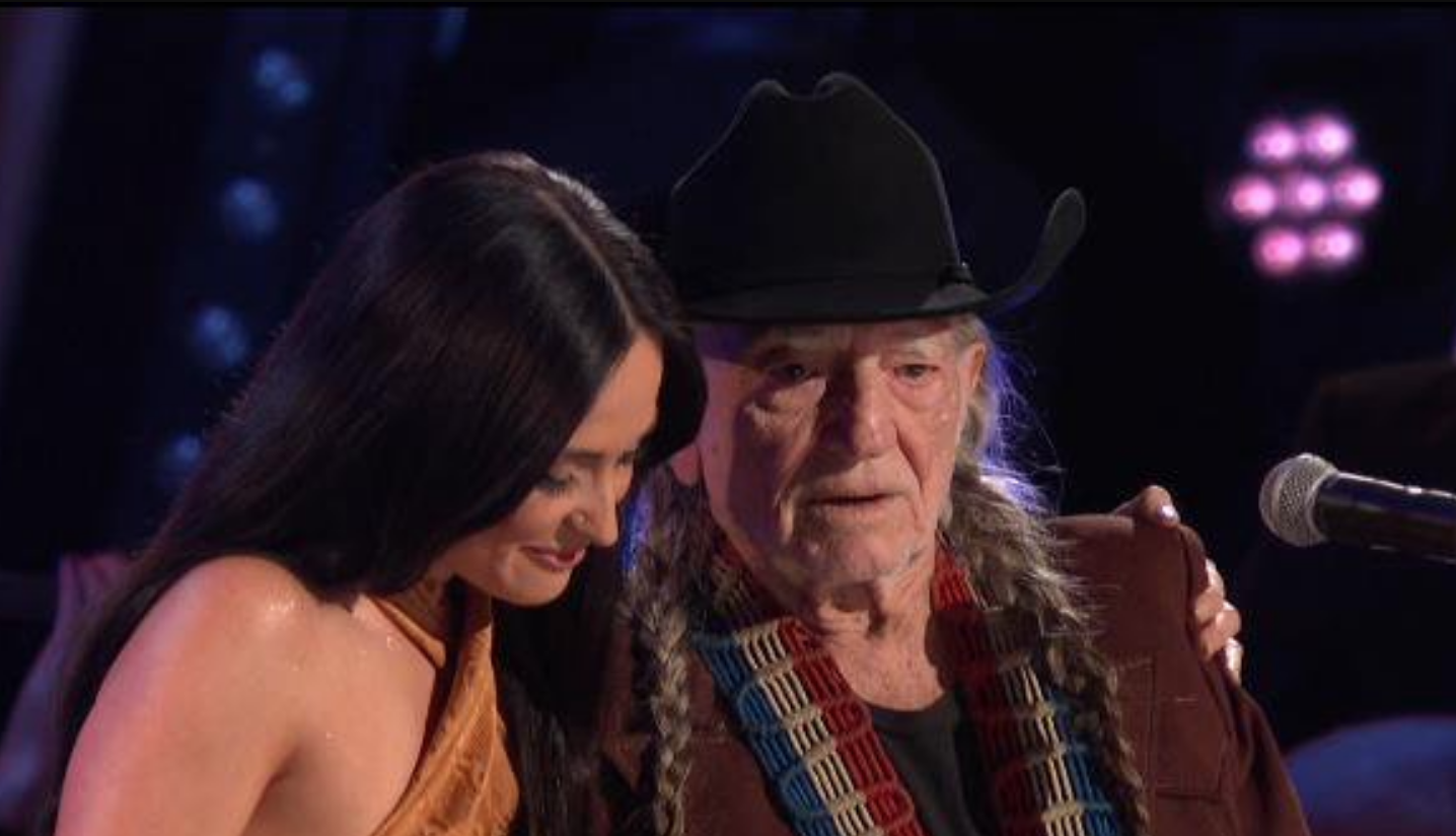 "Kacey Musgraves and Willie Nelson cover The Muppets' ""Rainbow Connection"" at 2019 CMA Awards: Watch"