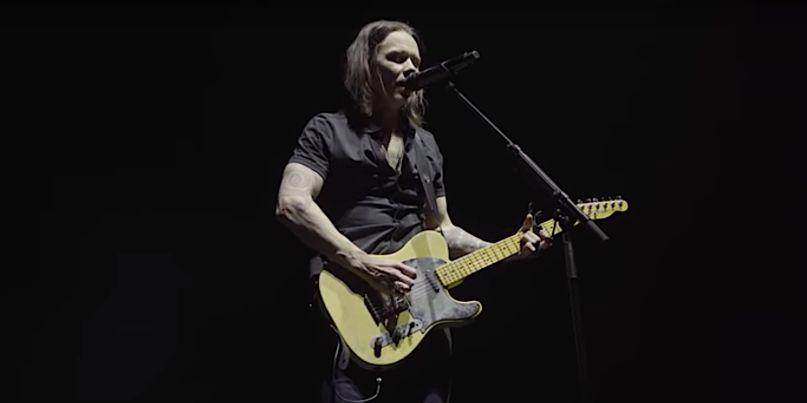 Myles Kennedy plays Jeff Buckley's guitar