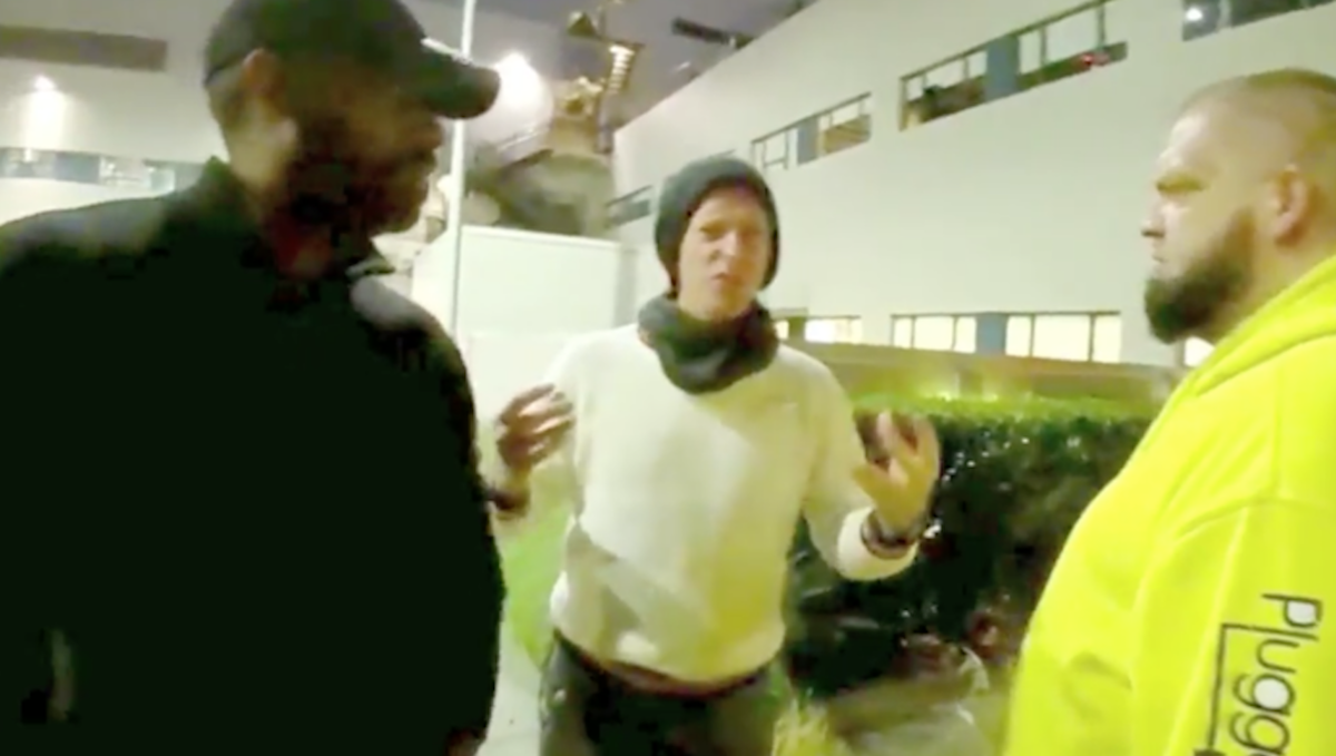 Coldplay's Chris Martin flips out on autograph-seeking vultures