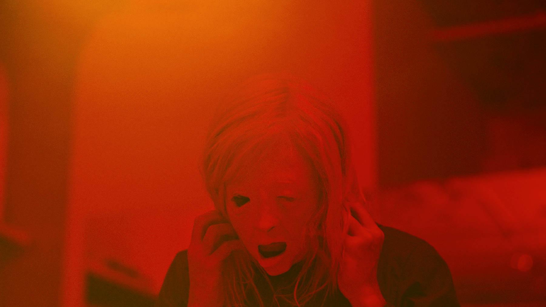 Possessor - a female assassin in a man's body? Cronenberg's sci-fi horror!