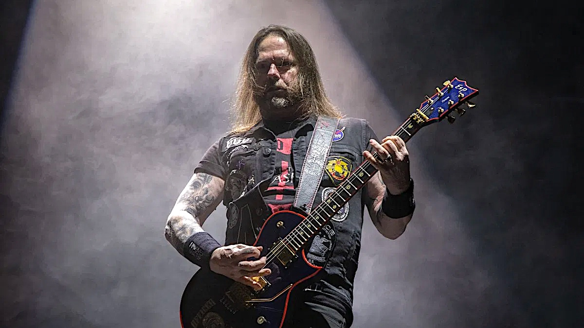 Slayer / Exodus Guitarist Gary Holt Tests Positive for Coronavirus |  Consequence of Sound