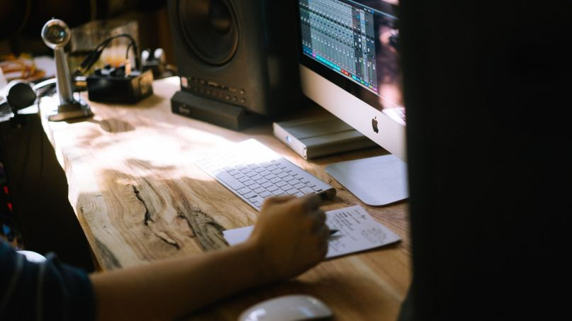 Logic Pro X, photo by Andrew Welch on Unsplash