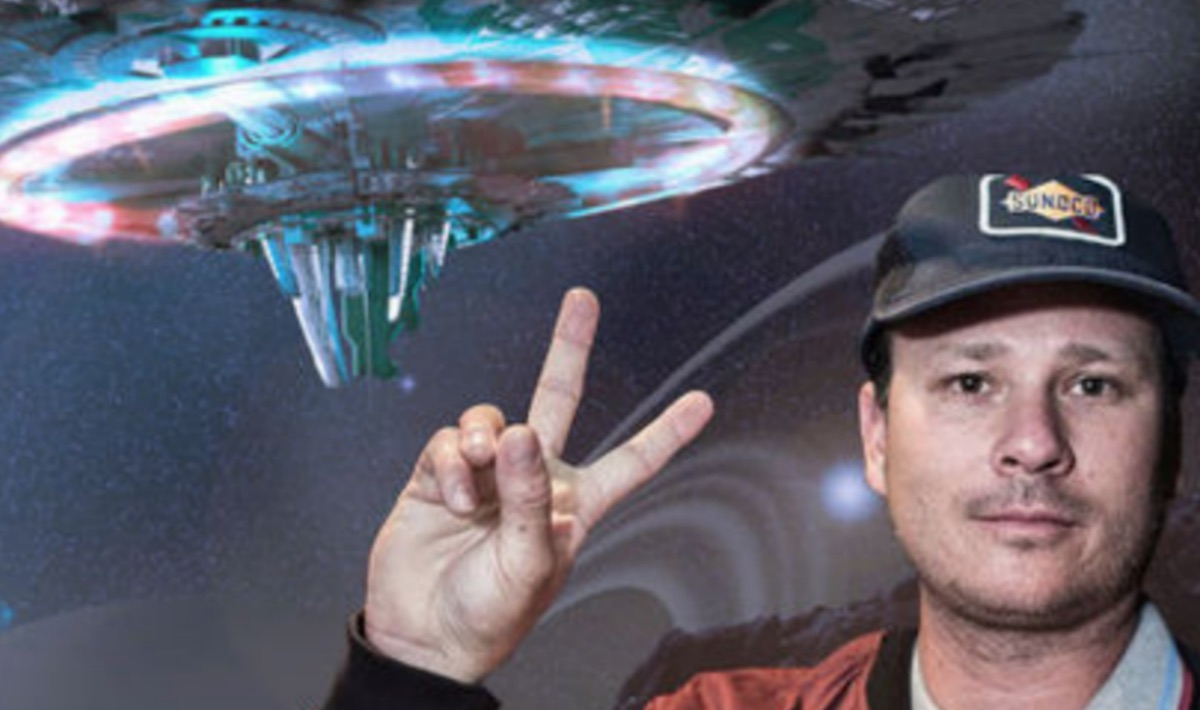 Pentagon Officially Publishes Tom DeLonge's UFO Videos ...