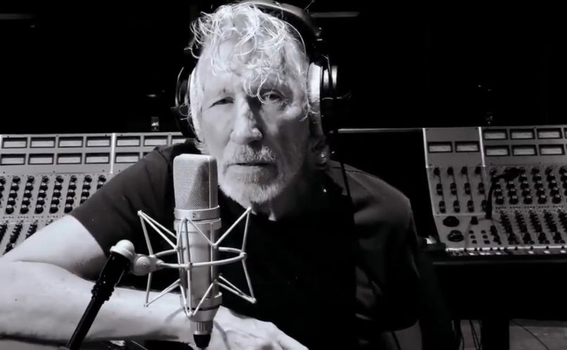 "Roger Waters performs ""Mother"" in quarantine"