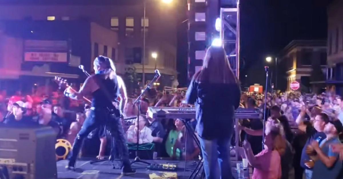Great White plays coronavirus concert with no social distancing