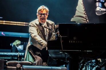 """Elton John Reschedules """"Farewell Yellow Brick Road Tour"""" in North America for 2022"""