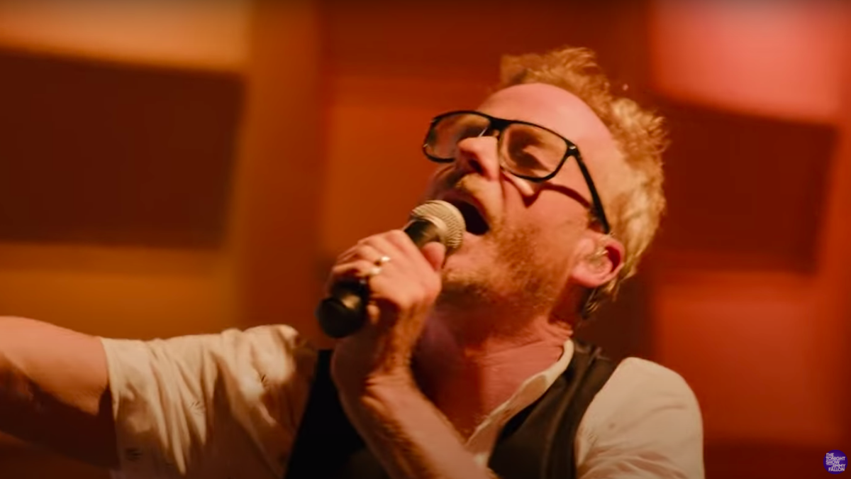 "Matt Berninger covers The Velvet Underground's ""I'm Waiting for the Man"" on Fallon: Watch"