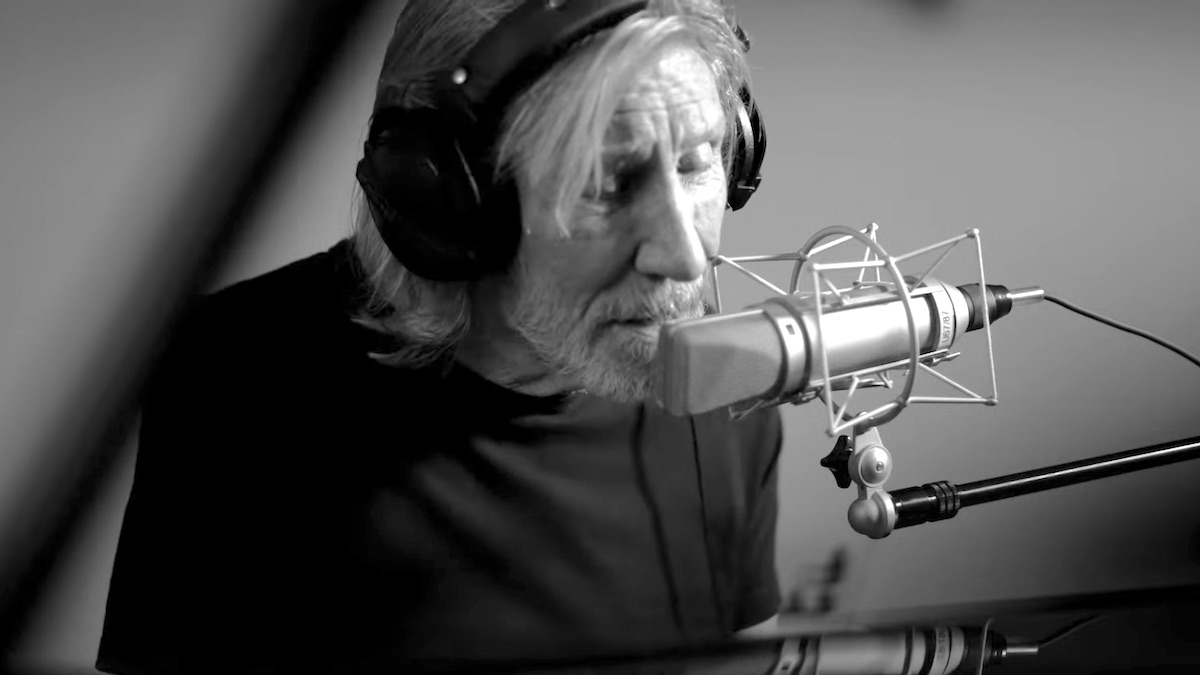 "Watch Roger Waters Perform New Version of ""The Gunner's Dream"" 