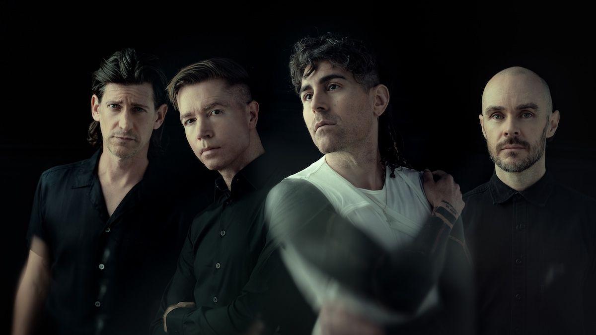 AFI анонсирует новый альбом Bodies, делится «Looking Tragic» и «Begging For Trouble»: Stream