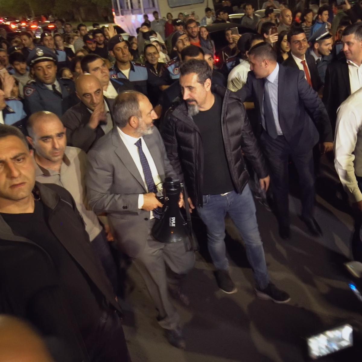 Премьер-министр Никол Пашинян и Серж Танкян