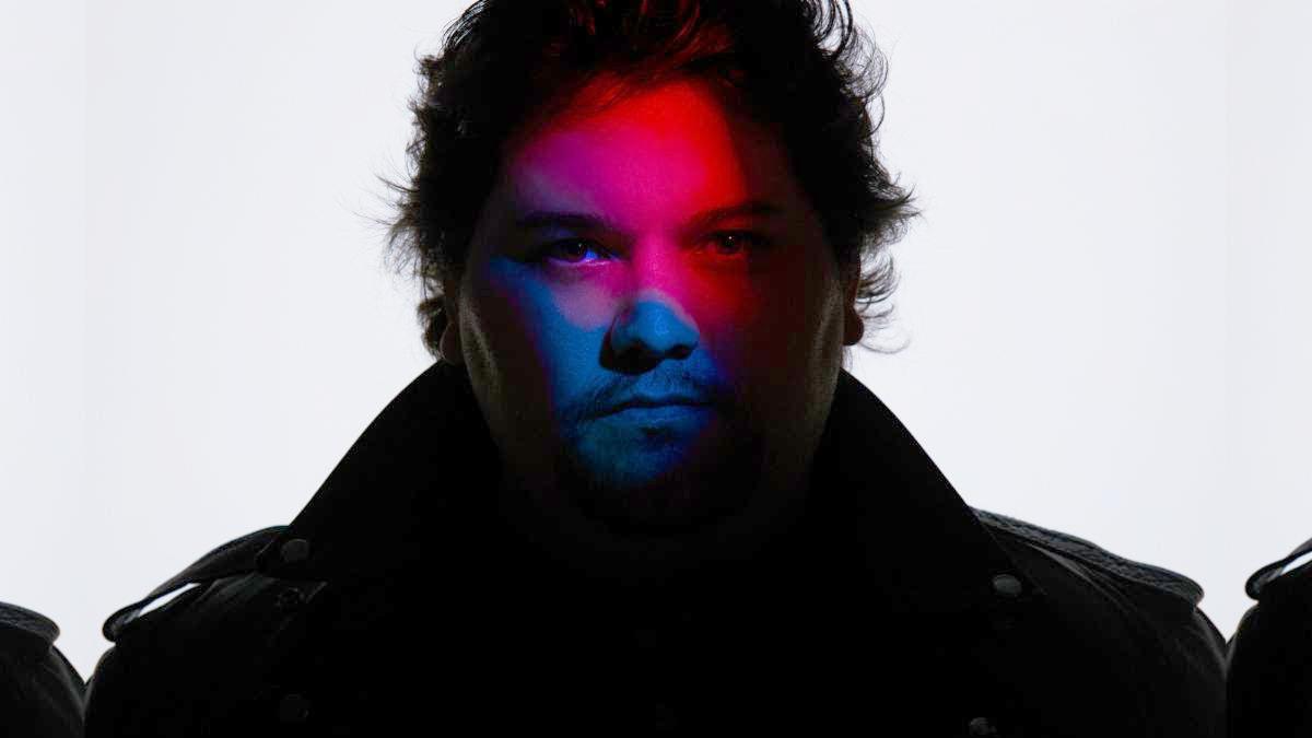 Вольфганг Ван Хален занимает первое место в чарте Billboard Mainstream Rock с дебютным синглом «Distance».