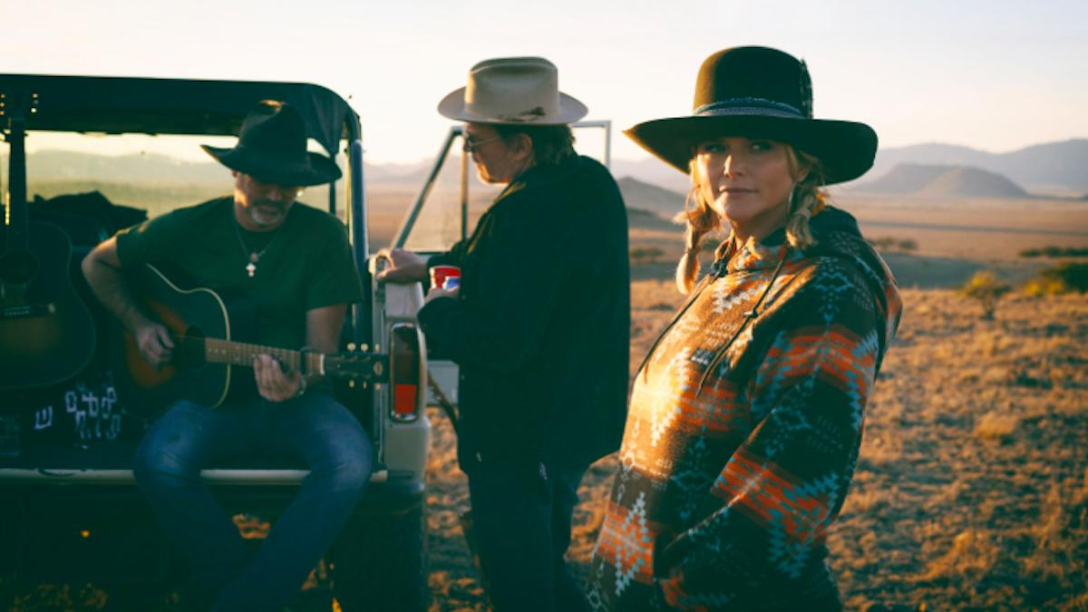 Миранда Ламберт, Джек Ингрэм и Джон Рэндалл анонсируют The Marfa Tapes, публикуют «In His Arms»: Stream